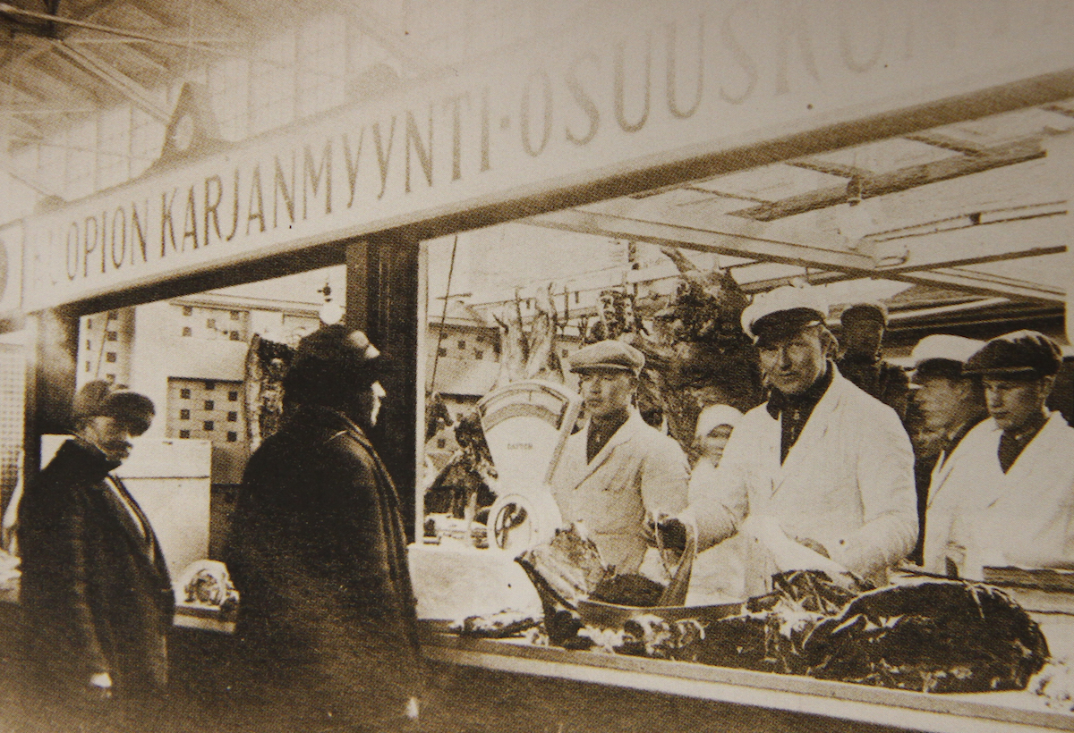 KKO's sausages win over the locals in Kuopio when a shop is opened in the city's market hall in 1909.