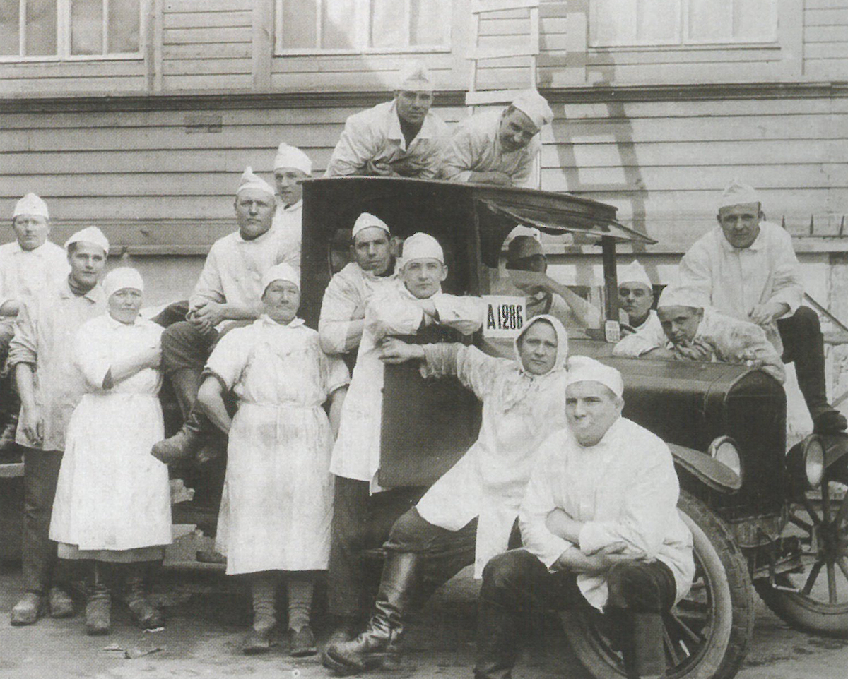 Itikka purchases its first vehicle at the turn of the 1920s.
