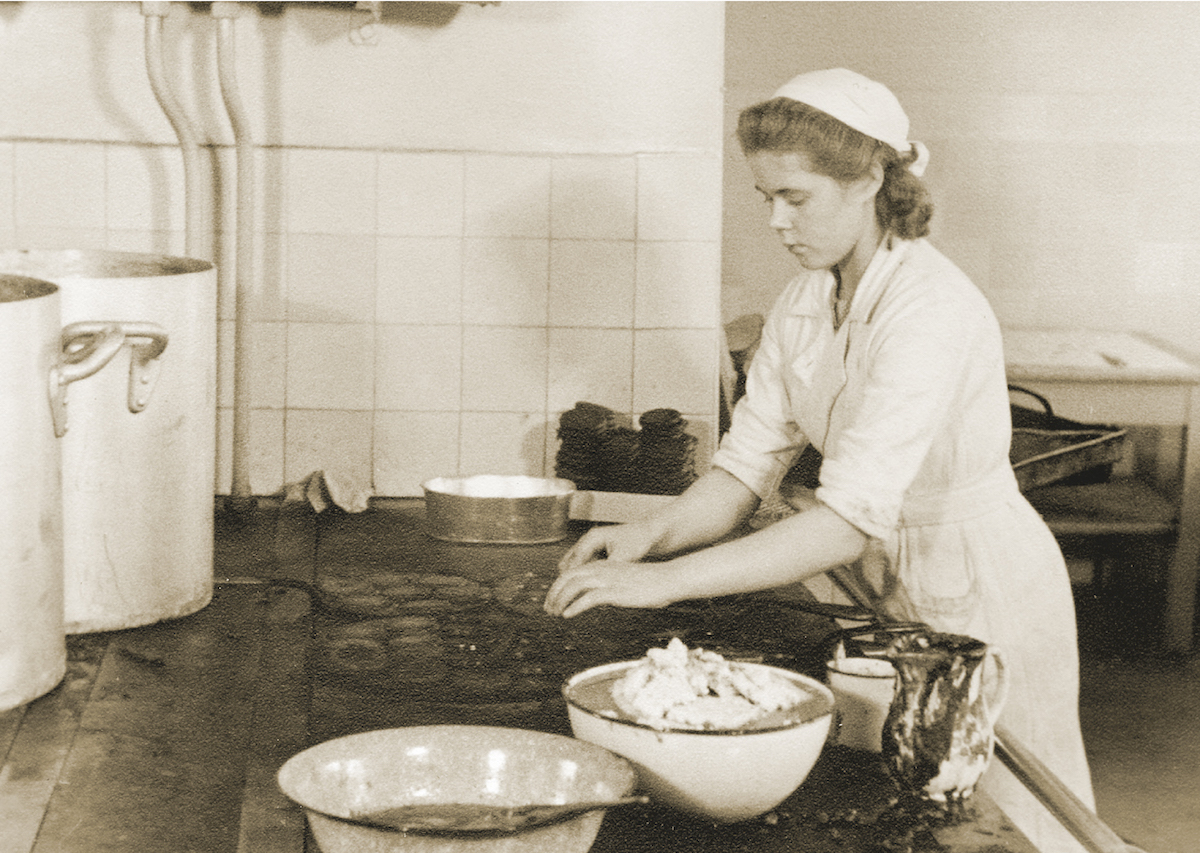 In Finland, convenience foods have quite a long history. The first such foods may have been blood pancakes. They were manufactured by Lihakunta's Iisalmi convenience food kitchen in the 1930s.