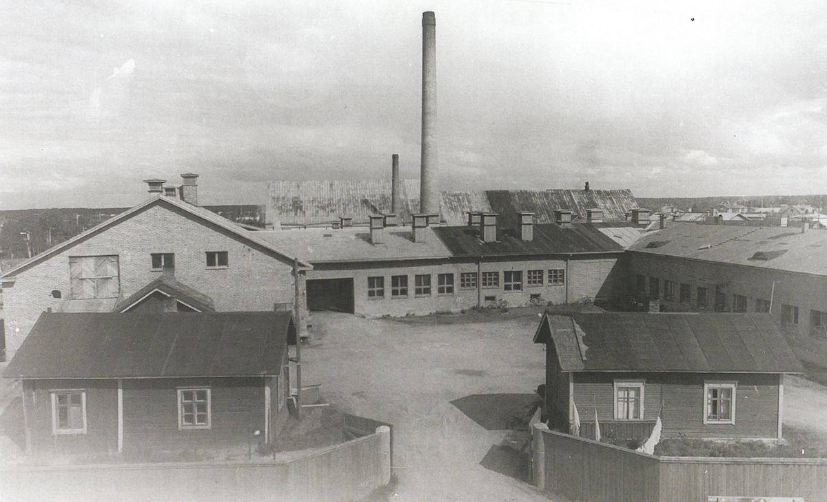 Itikanmäki in 1949 before the major new construction phase. The earliest buildings stand in harmony with the production facilities built at the end of the 1930s.