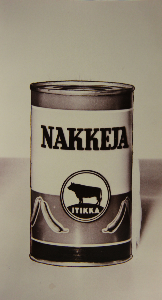 Itikka's canned food factory was completed in 1962 but sales of canned goods remained modest. Finns wanted to buy fresh meat and sausages at shop-counters.