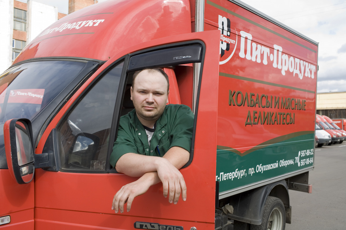 Pit-Product transports its products in Russia using cheerfully coloured delivery vehicles.